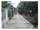 Jalan mobil di depan tanah